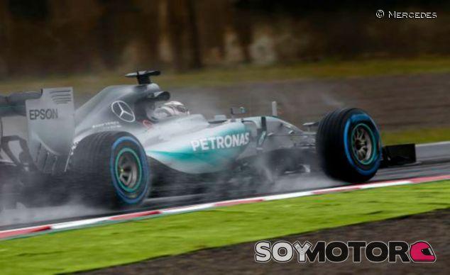 Hamilton bajo la lluvia del GP de Japón - LaF1