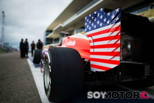 Bandera estadounidense en el coche de Manor - LaF1