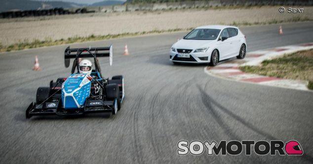 Seat Cupra vs. CAT09e: 290 caballos contra un eléctrico de estudiantes - SoyMotor.com