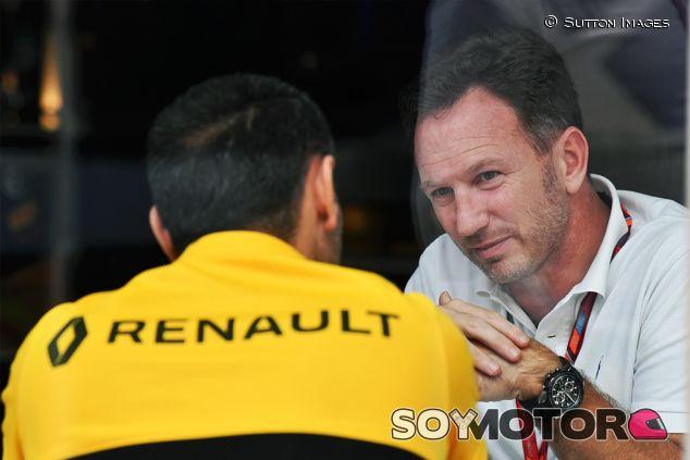 Cyril Abiteboul y Christian Horner en Interlagos - SoyMotor.com