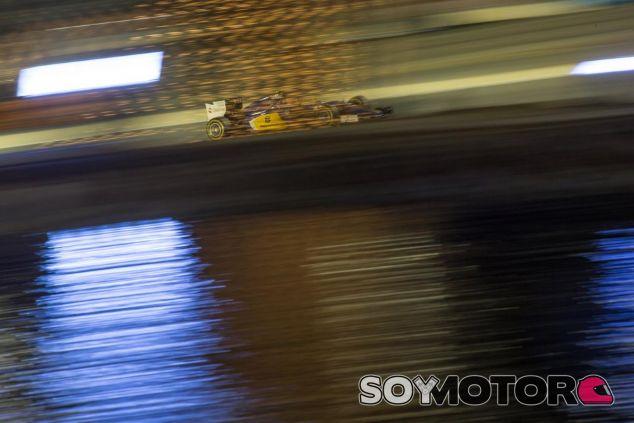 Felipe Nasr rodando en Baréin - LaF1.es