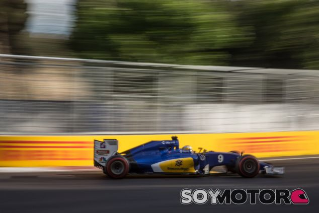 Marcus Ericsson con el C35 en Bakú - LaF1