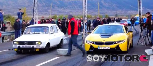 Dacia 1300 vs. BMW i8: ¿por quién apostáis? - SoyMotor.com