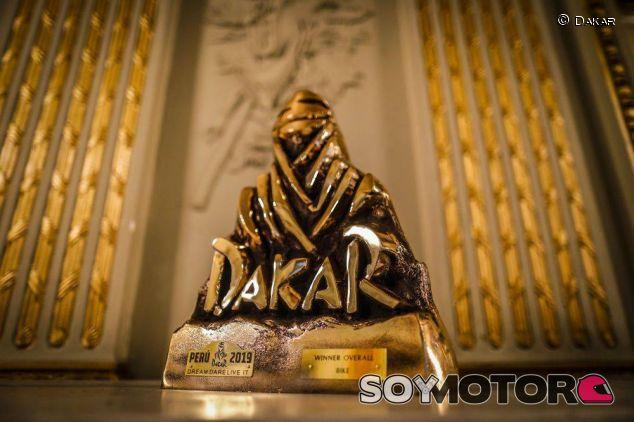 Trofeo de la edición 2019 del Dakar - SoyMotor.com