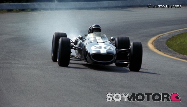 Dan Gurney durante el GP de Spa en 1967 - SoyMotor