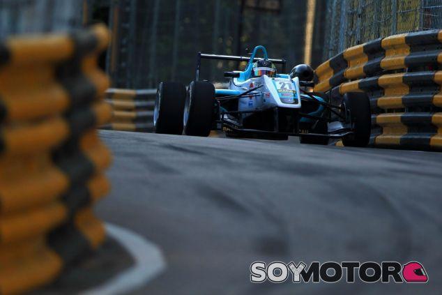 Juncadella abandonó en la carrera clasificatoria - LaF1