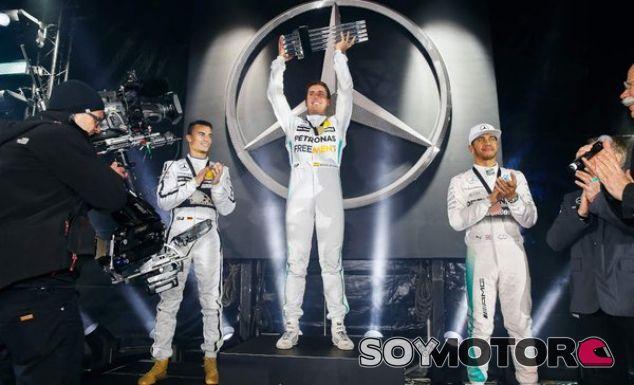 Juncadella vence a Hamilton y Rosberg en el 'Stars and Cars' - LaF1