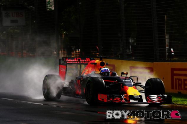 Ricciardo, bajo la lluvia en los libres del GP de Australia - LaF1