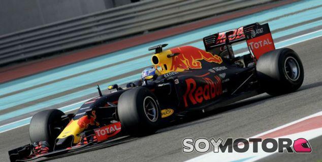Ricciardo durante un test privado de Pirelli - SoyMotor