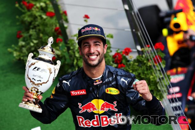 Ricciardo celebra el podio en el Hungaroring - LaF1