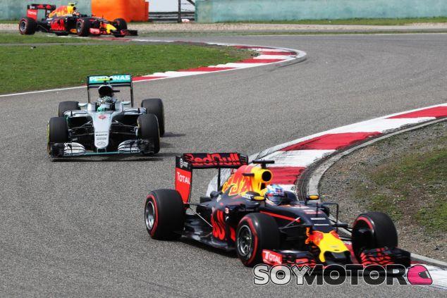 Ricciardo arruina su carrera por un pinchazo - LaF1