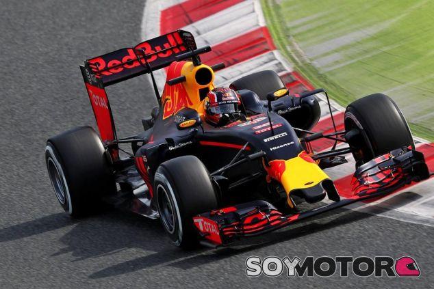 Kvyat se estrena en la pretemporada con algunos problemas - LaF1