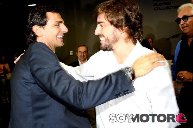 Pedro de la Rosa y Fernando Alonso en el museo Fernando Alonso - SoyMotor.com