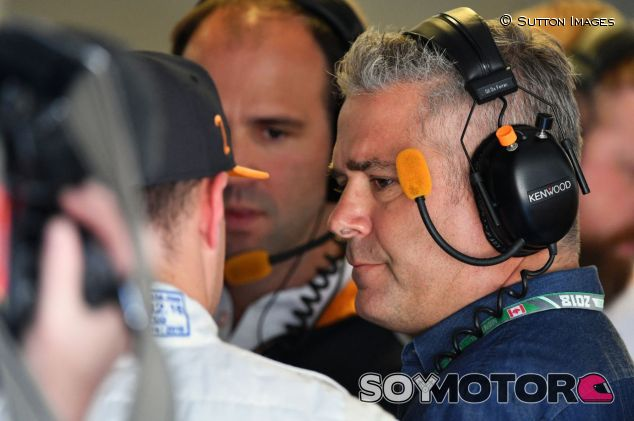 Gil de Ferran en el box de McLaren F1 – SoyMotor.com