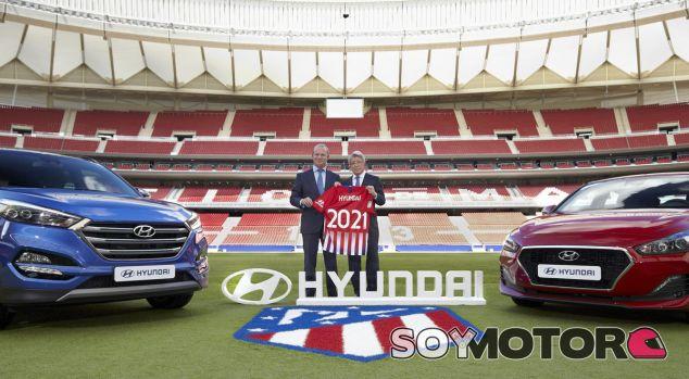 Leopoldo Satrústegui y Enrique Cerezo han sellado el acuerdo entre Hyundai y el club rojiblanco - SoyMotor