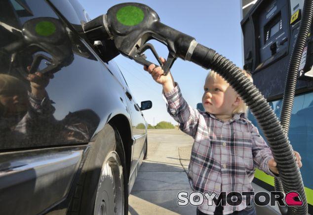 ¿Qué pasa si pongo Diesel a mi coche gasolina? - SoyMotor.com