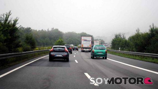 La distancia de seguridad es una de las asignaturas pendientes de los conductores - SoyMotor