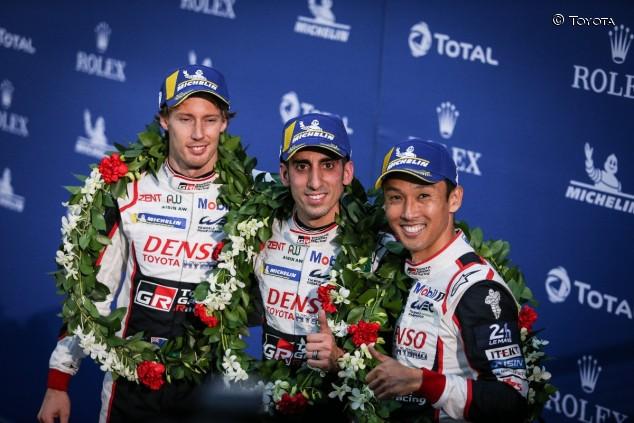 Los integrantes del Toyota 8 en el podio de Fuji - SoyMotor