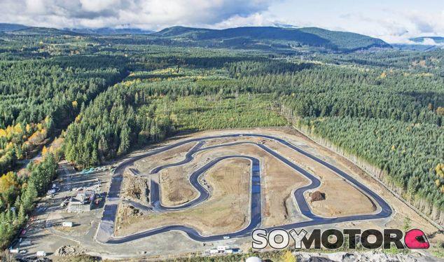 Foto durante la fase de construcción del Vancouver Island Motorsport Circuit - SoyMotor