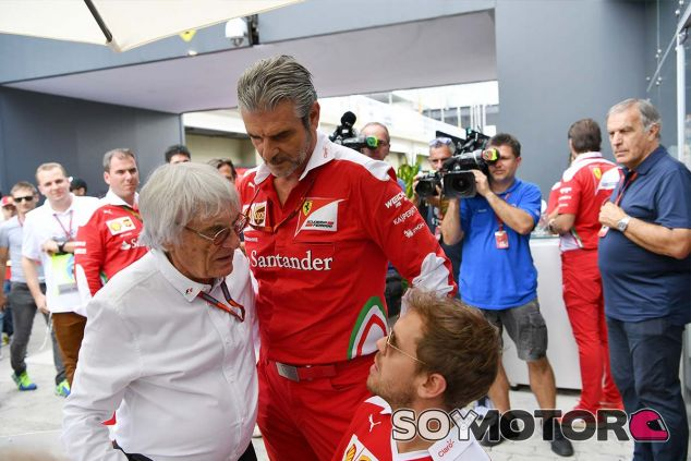 Bernie Ecclestone, Maurizio Arrivabene y Sebastian Vettel en Sao Paulo - SoyMotor.com