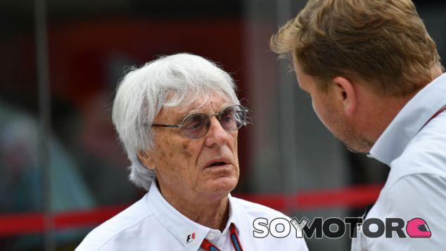 Ecclestone durante un Gran Premio en 2016 - SoyMotor
