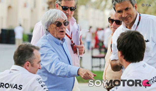 Ecclestone junto a Wolff y varios miembros de Mercedes - LaF1