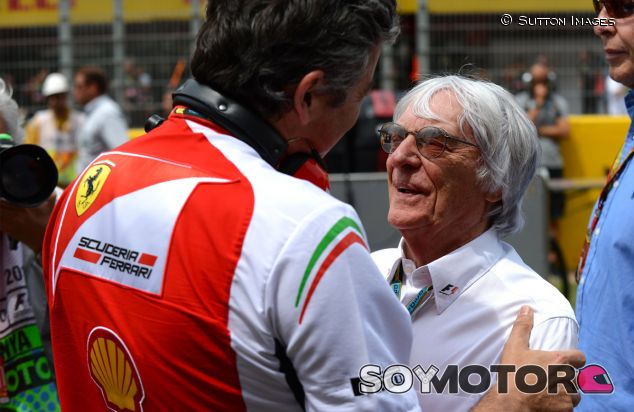 Bernie Ecclestone saluda a Marco Mattiacci antes del Gran Premio de España - LaF1