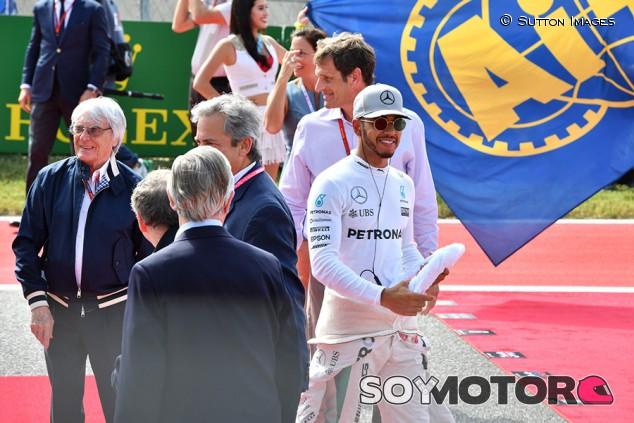 Hamilton y Vettel se retirarán en sus actuales equipos, según Ecclestone - SoyMotor.com