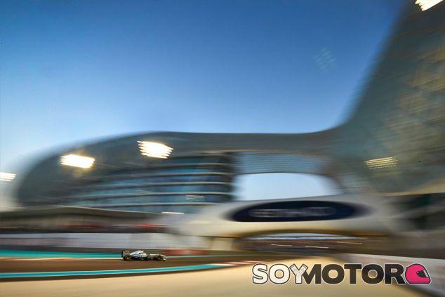 Un Mercedes en el Gran Premio de Abu Dabi - LaF1