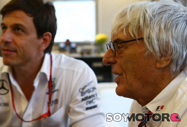 Bernie Ecclestone junto a Toto Wolff - LaF1