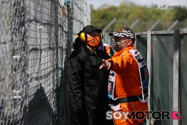 Unos ecologistas, detenidos por colarse en Silverstone - SoyMotor.com