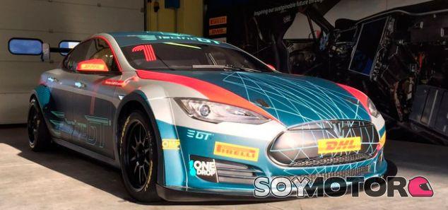 Di Grassi y Payá prueban el Tesla Model S  de la Electric GT - SoyMotor.com