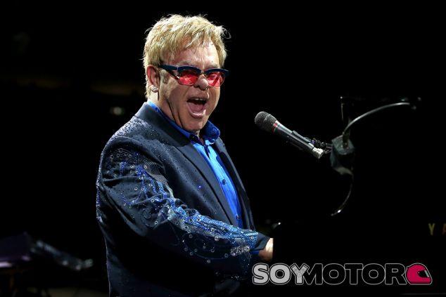 Elton John durante uno de sus conciertos - LaF1