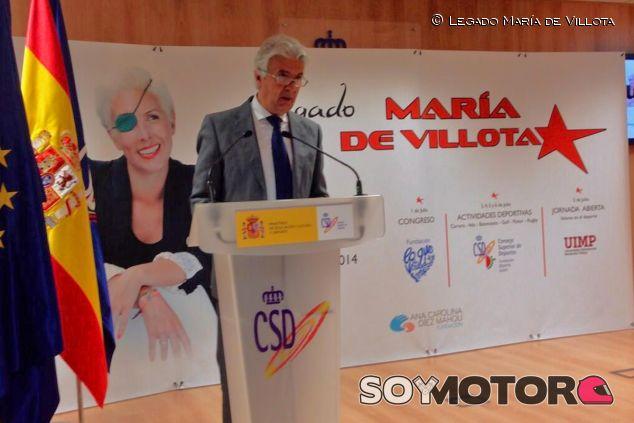 Emilio de Villota durante su parlamento - LaF1