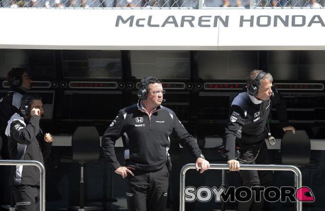 Eric Boullier en el muro de McLaren - LaF1