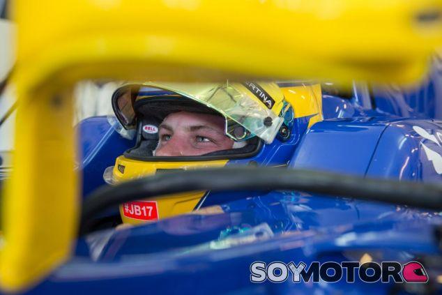 Marcus Ericsson subido en el Sauber C34 en Hungría - LaF1