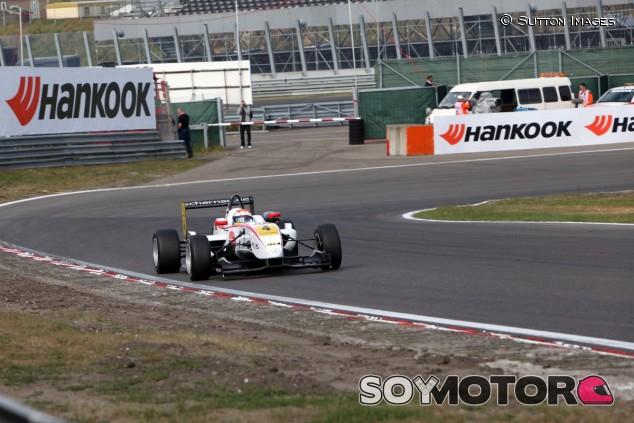 Felix Rosenqvist en Zandvoort durante una carrera de F3 Europea en 2011 - SoyMotor