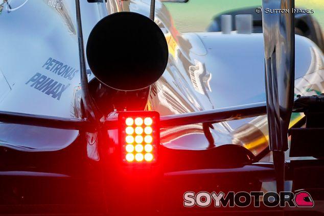 Escape trompeta probado por Mercedes en los tests de Barcelona - LaF1