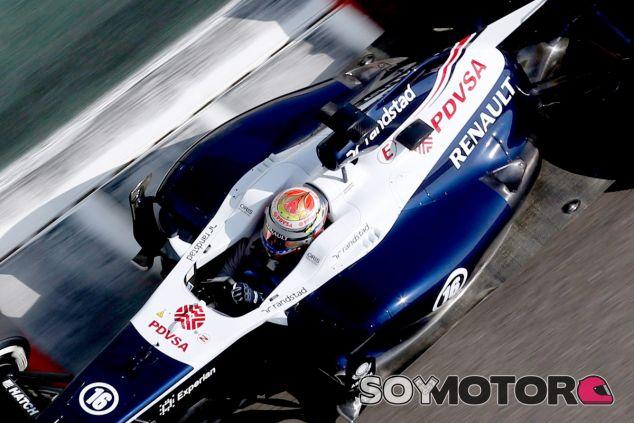 Maldonado en Abu Dabi, con el sistema de escapes que Williams probó en el FW35 - LaF1