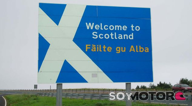 Quería ir al médico y acabó en Escocia: despiste de 480 kilómetros - SoyMotor.com