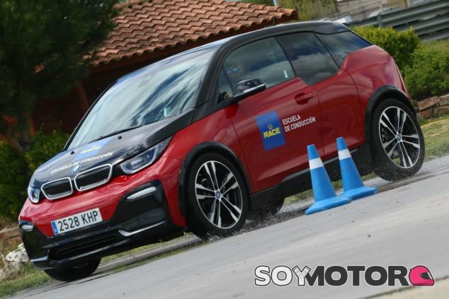¿Sabes conducir un eléctrico? RACE y BMW te enseñan - SoyMotor.com