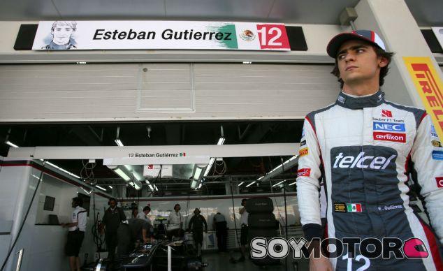 Esteban Gutiérrez en frente de su box en Corea - LaF1