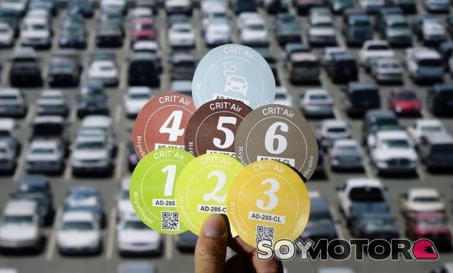 París hace obligatorio el etiquetado ecológico de automóviles - SoyMotor.com