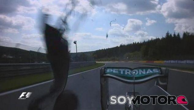 Instante preciso de la explosión del neumático de Rosberg - LaF1