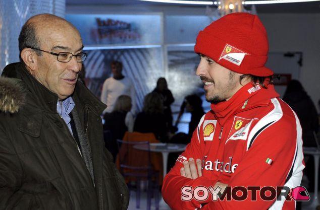 Carmelo Ezpeleta (izq.) junto a Fernando Alonso (der.) – SoyMotor.com