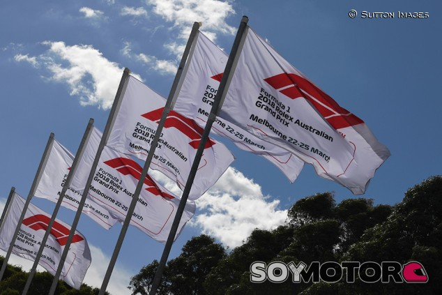 reputable site a7e04 7cf1c Banderas de la F1 en Albert Park