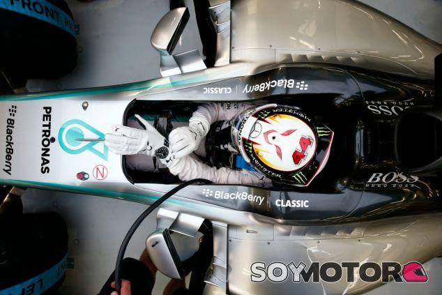 Hamilton lidera los Libres 3 del GP de Baréin 2015 - LaF1