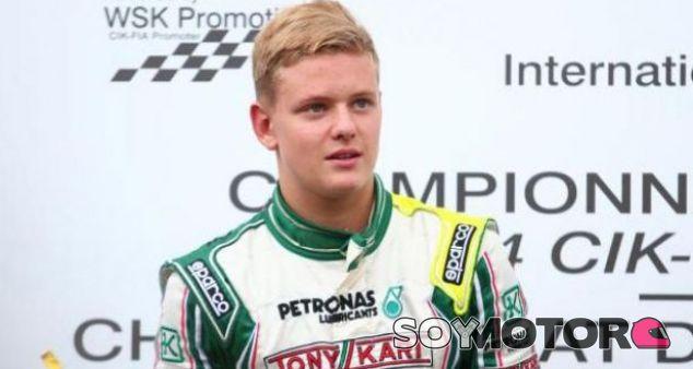 Mick Schumacher emula a su padre y ya triunfa en el karting