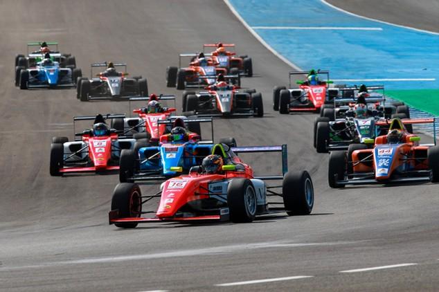 Van Berlo hace doblete en Jerez y Colapinto confirma su liderazgo - SoyMotor.com