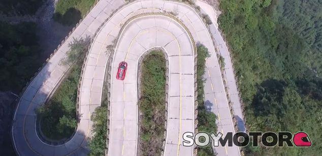 Barone y su Ferrari 458 Italia baten el récord de Tongtian Road - SoyMotor.com